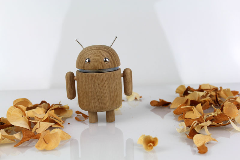 AndroidFiguren.de Anwoody Moaky Oak Bio Android made by Nature curved out by hand